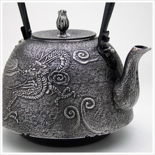 この鉄瓶/鉄器の形は南部型(砂鉄/雲龍/5.0L)です。